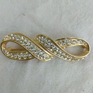 Jewelry - Gold Tone and rhinestone brooch